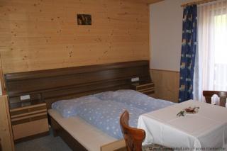 Zweibettzimmer mit Zusatzbett